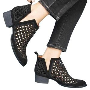 JEFFREY CAMPBELL TAGGART CUT-OUT LEATHER BOOTIES 8